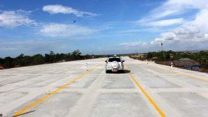 Beberapa kondisi jalan yang lebar bisa digunakan untuk istirahat darurat, jangan istirahat dijalan yang tidak berbeton