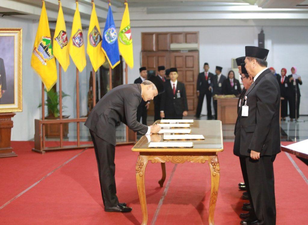 Gubernur Jateng Kukuhkan Lima Penjabat Sementara Bupati dan Walikota